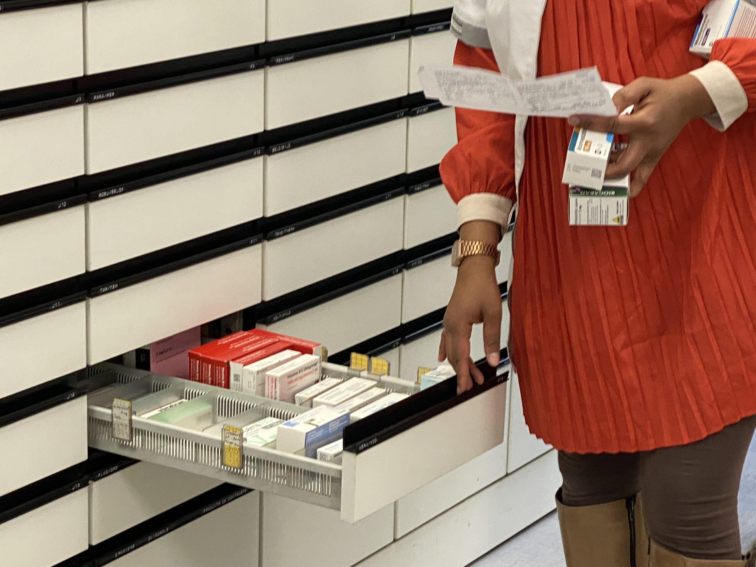 pharmacienne médicaments